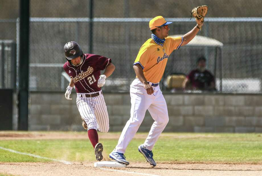 Texas A&M International fell to Texas A&M-Kingsville 8-5 on Monday. Photo: Danny Zaragoza /Laredo Morning Times