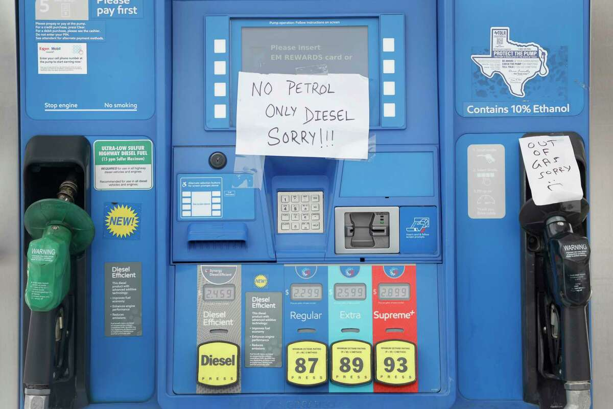 A gas station ran out of gasoline in Euless, Texas, Thursday, Feb. 18, 2021 as the supply did not keep up with demand due to cold weather that remained in Texas.(AP Photo/Michael Ainsworth)