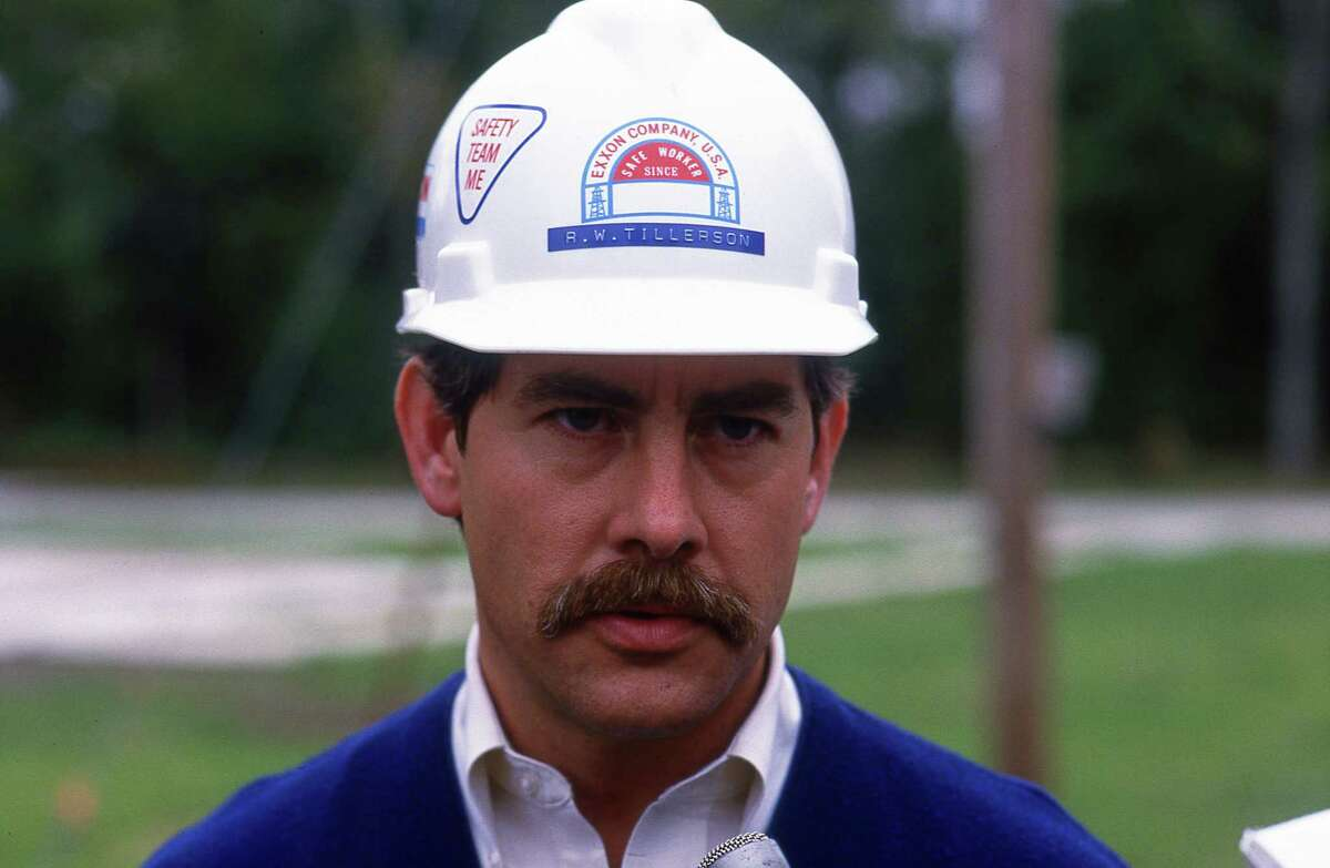 11/11/1986 - Exxon Operations Manager Rex Tillerson speaks to news media about Exxon pipeline explosion that rocked Baytown's Lakewood subdivision, destroyed a spacious, two-bedroom home and sent flames shooting 150 feet in the air.