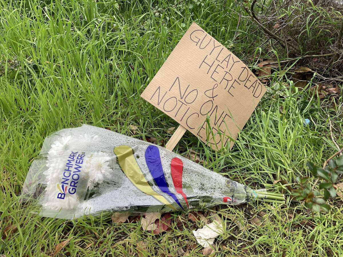 Payal Gupta left a bouquet of flowers and sign at the median on Webster and Bush Streets, where a man died.