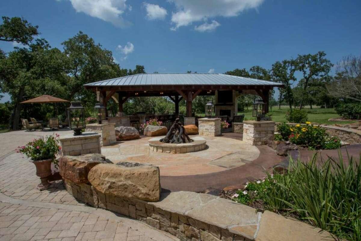 All- play, no-work backyard patio