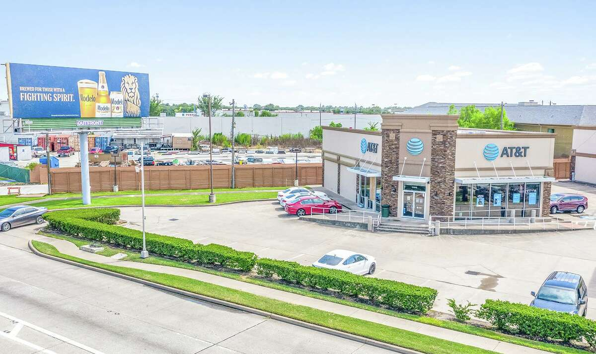 Stan Johnson Co. brokered the sale of 11410 Gulf Freeway in Houston. A Sugar Land investor purchased the property, which includes a freestanding building and an income generating billboard leased by Outfront Media.