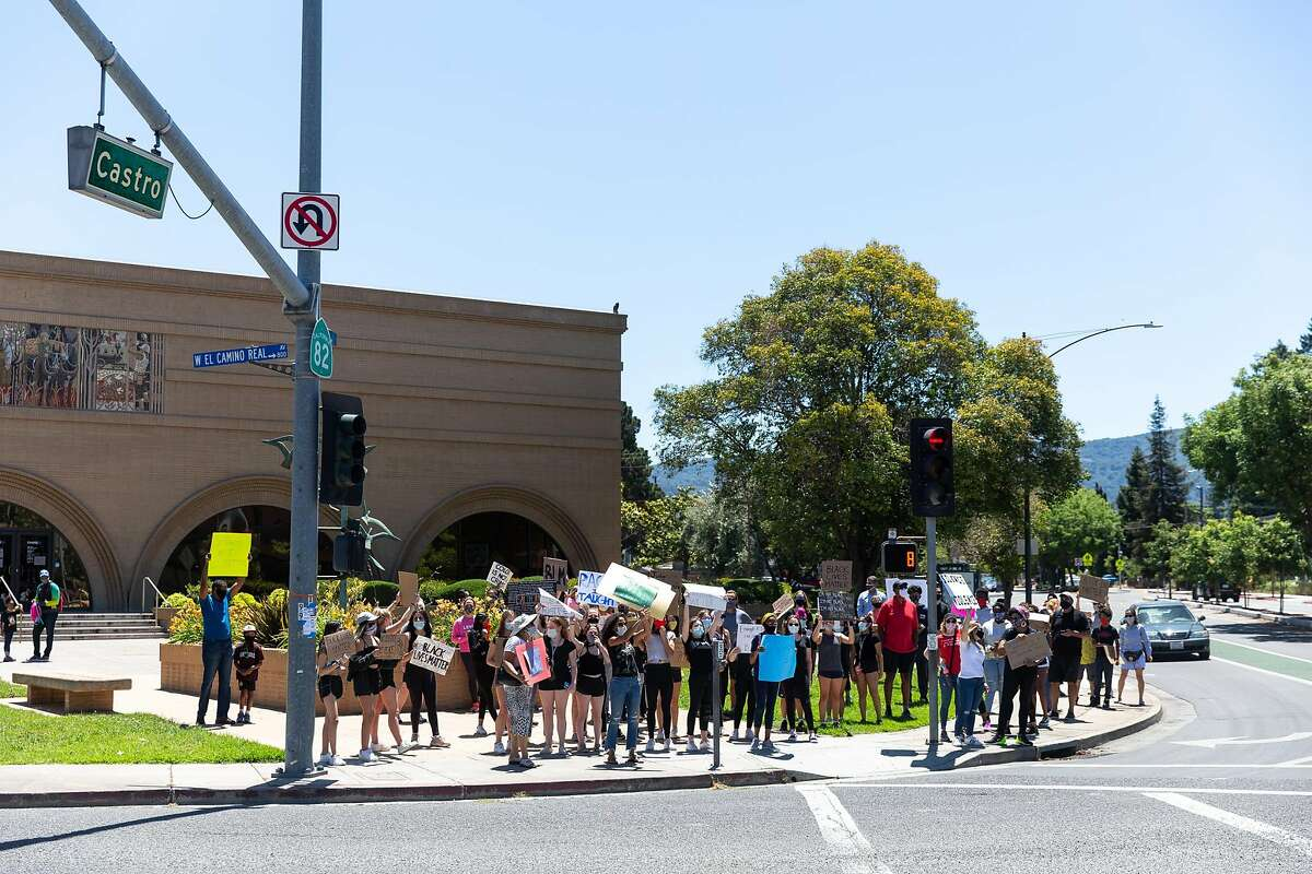 About 50 to 100 community members protest at the corner of El Camino Real and Castro Street on June 8, 2020. Photo by Magali Gauthier.