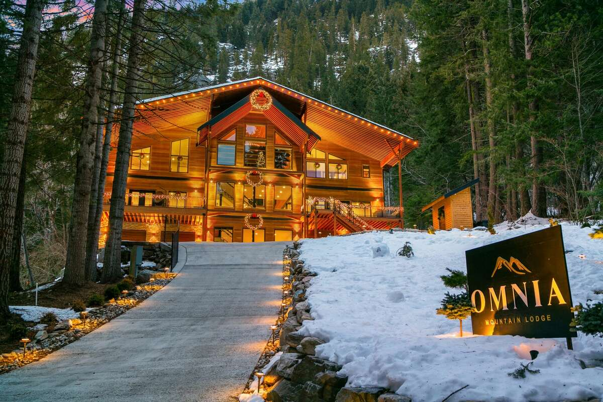 The stunning lodge is set back on a gentle ridge, overlooking its 2.2 forested acres.