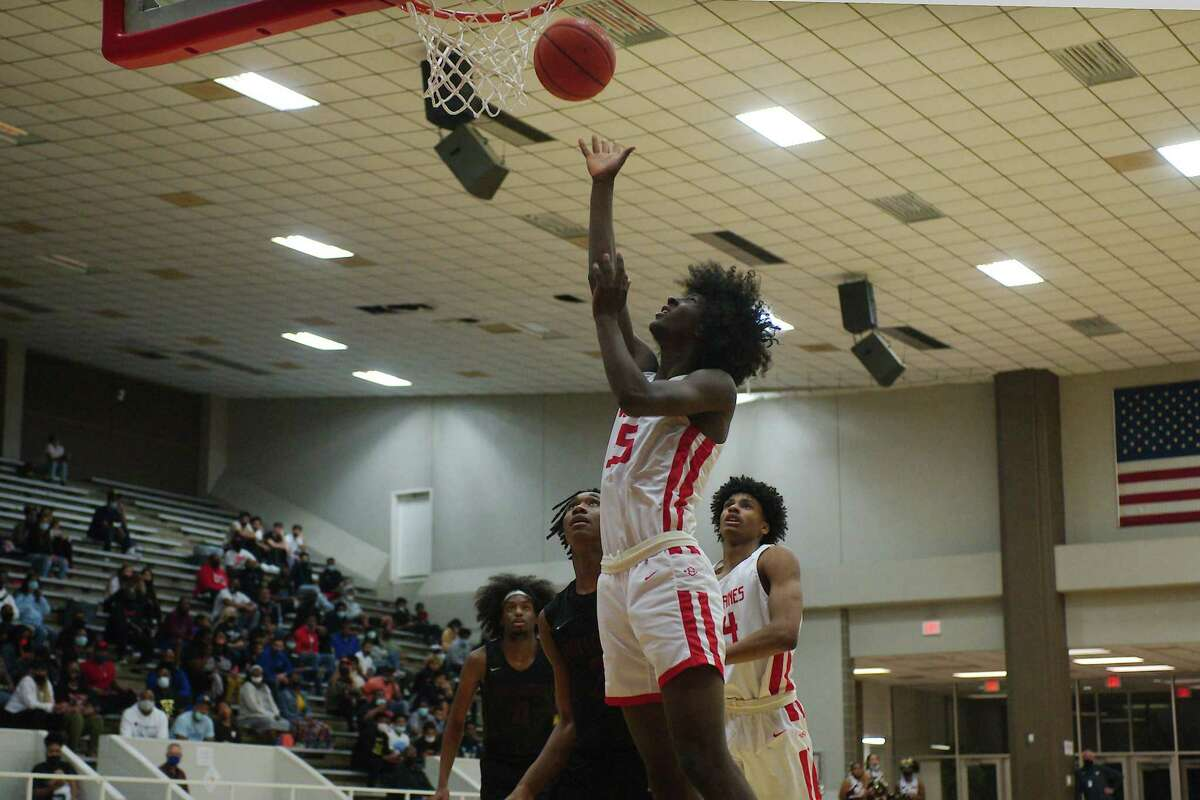 Clear Brook's Tosh Lyons (35) puts up a shot against Summer Creek Wednesday at Pasadena ISD Phillips Field House.