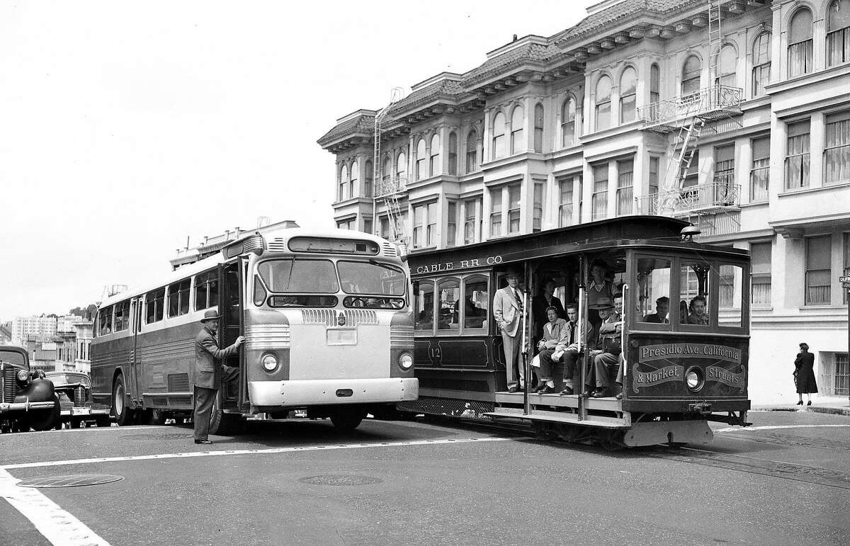 A new San Francisco Muni bus next to a cable car in 1947, the year the city considered closing the Powell Street line.