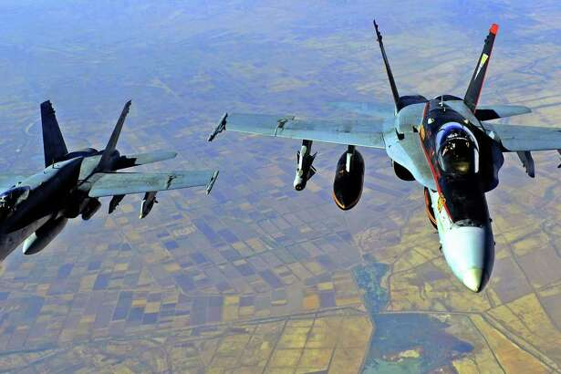 """(FILES) In this file US Navy handout image taken on October 4, 2014 two US Navy F-18E Super Hornets supporting operations against IS, are pictured after being refueled by a KC-135 Statotanker over Iraq after conducting an airstrike. - At least 17 pro-Iran fighters were killed in US strikes in Syria at the Iraq border overnight, the Syrian Observatory for Human Rights said Friday. """"The strikes destroyed three lorries carrying munitions... There were many casualties. Preliminary indications are that at least 17 fighters were killed, all members of Popular Mobilisation Forces,"""" the director of the SOHR, Rami Abdul Rahman, told AFP, referencing the powerful coalition of pro-Iran Iraqi paramilitaries. (Photo by - / US AIR FORCE / AFP)"""