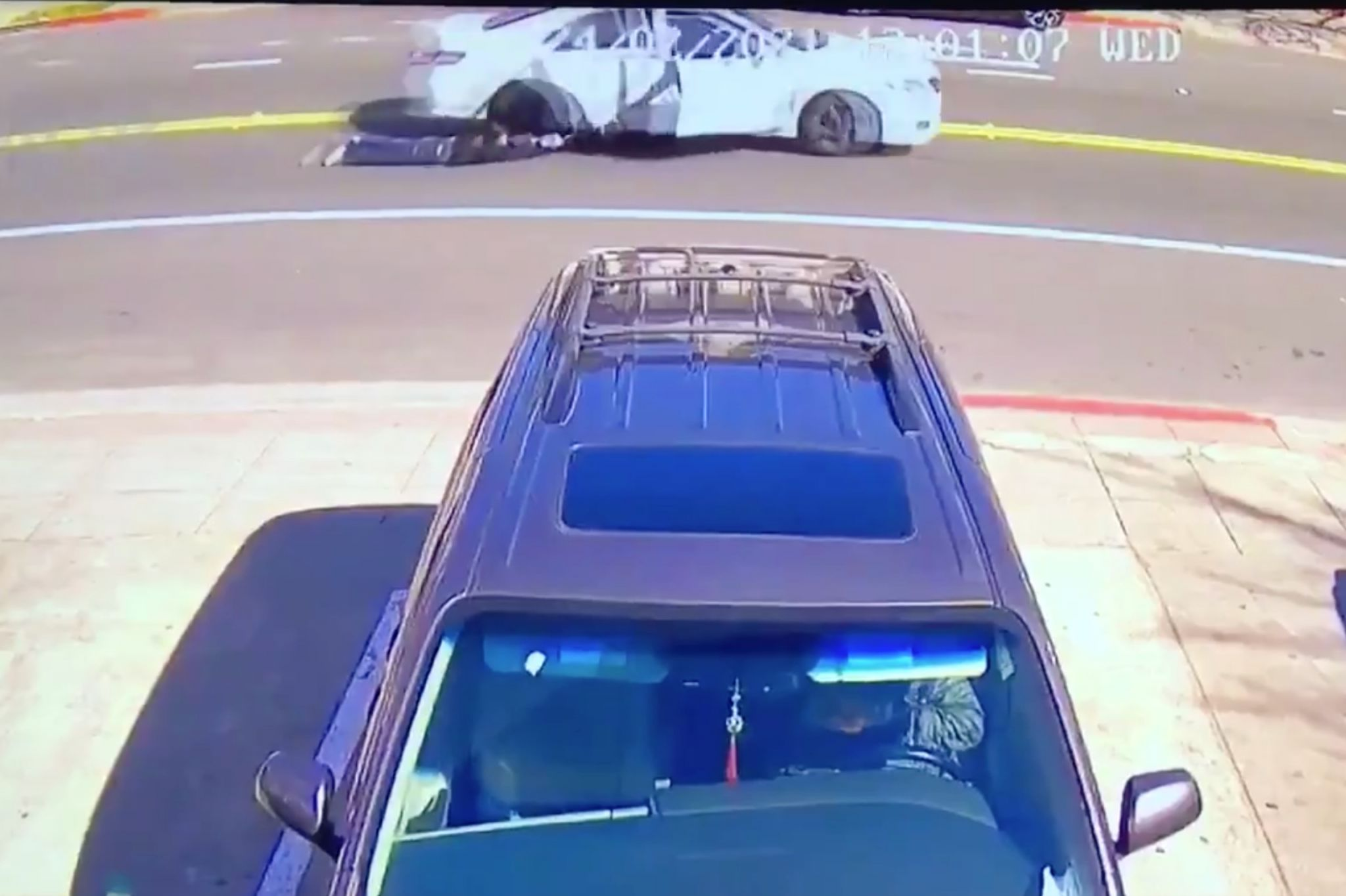Shocking video shows woman dragged by car in Oakland purse theft