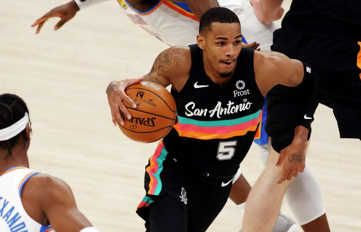 OKLAHOMA CITY, OK - FEBRUARY 24: Dejounte Murray #5 of the San Antonio Spurs drives to the basket during the first half at Chesapeake Energy Arena on February 24, 2021 in Oklahoma City, Oklahoma. (Photo by Shane Bevel/Getty Images)