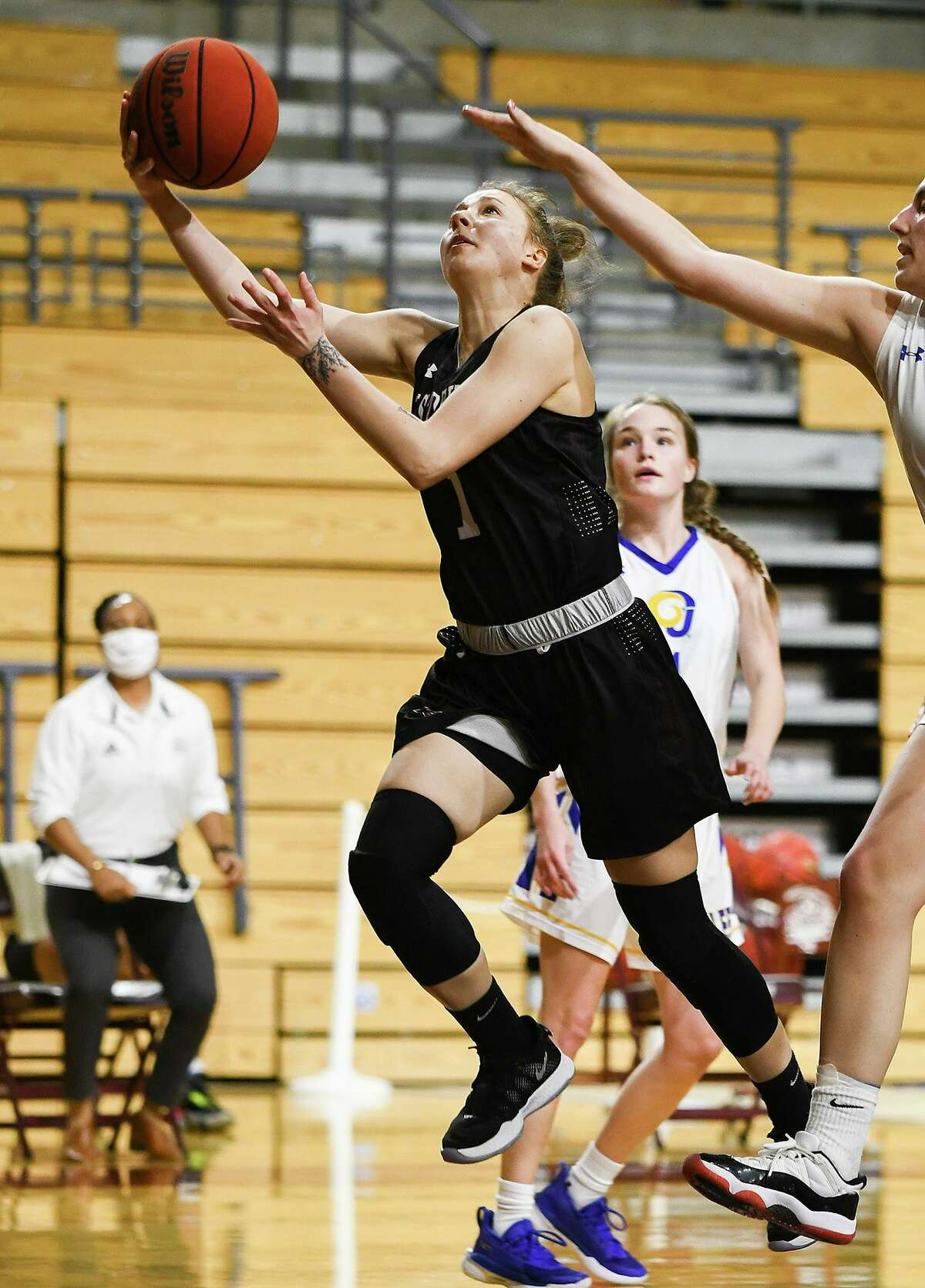 Patrycja Jaworska scored 12 points as Texas A&M International beat Angelo State on Friday.