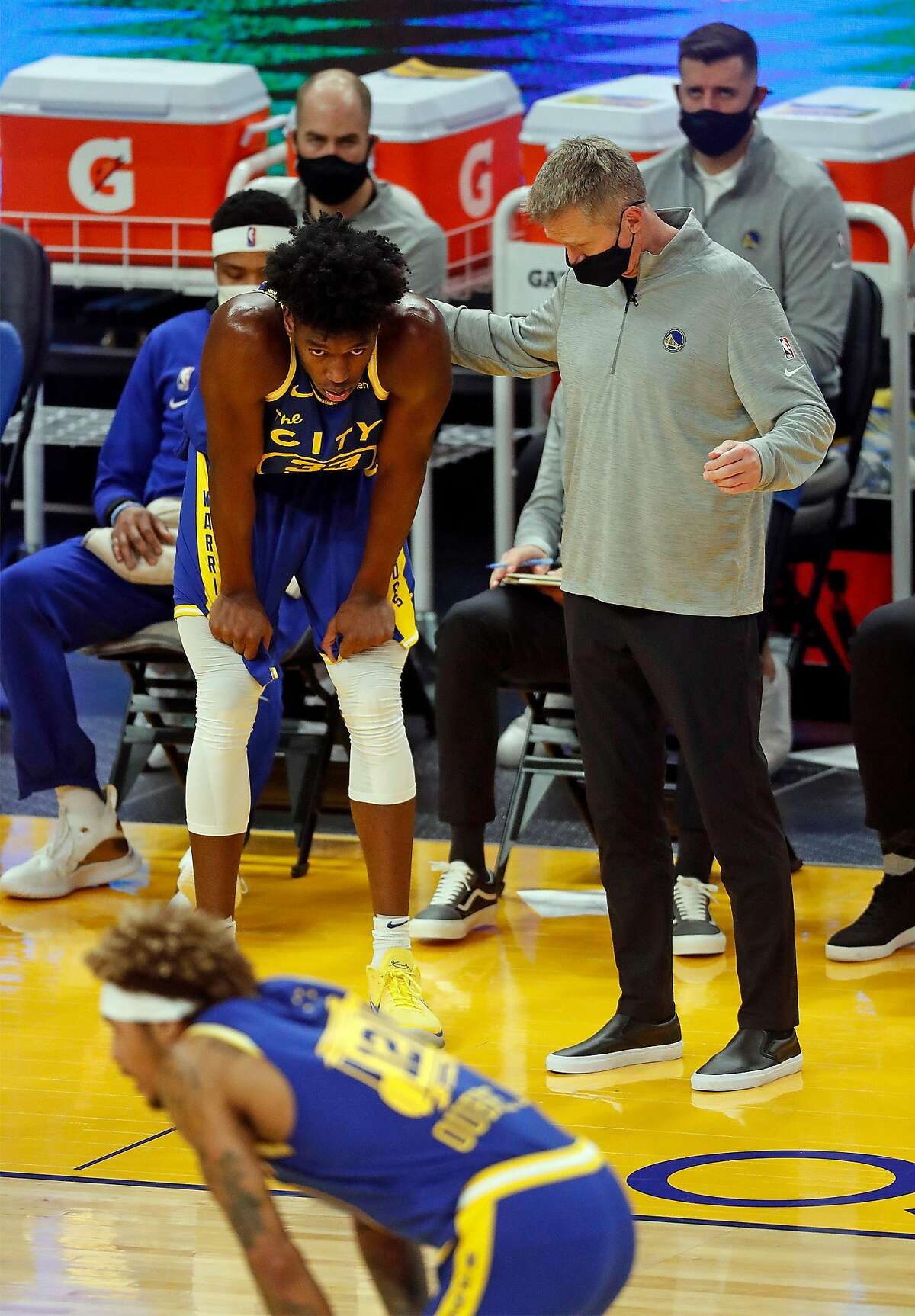 Golden State Warriors' head coach Steve Kerr talks to James Wiseman while playing Los Angeles Clippers in a Jan. 6 game at Chase Center.