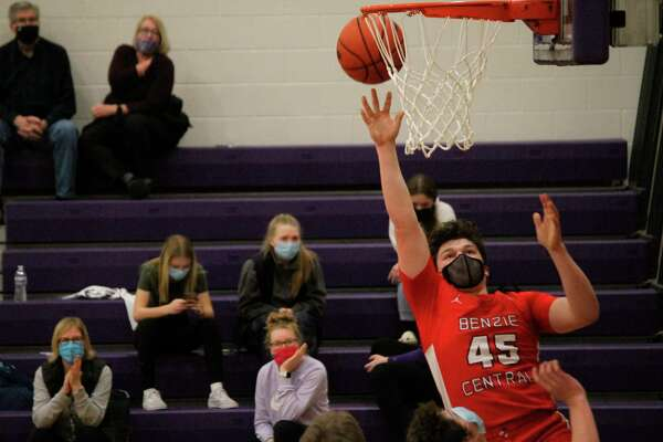 Quinn Zickert goes for a bucket against Frankfort on Feb. 23. (Record Patriot file photo)