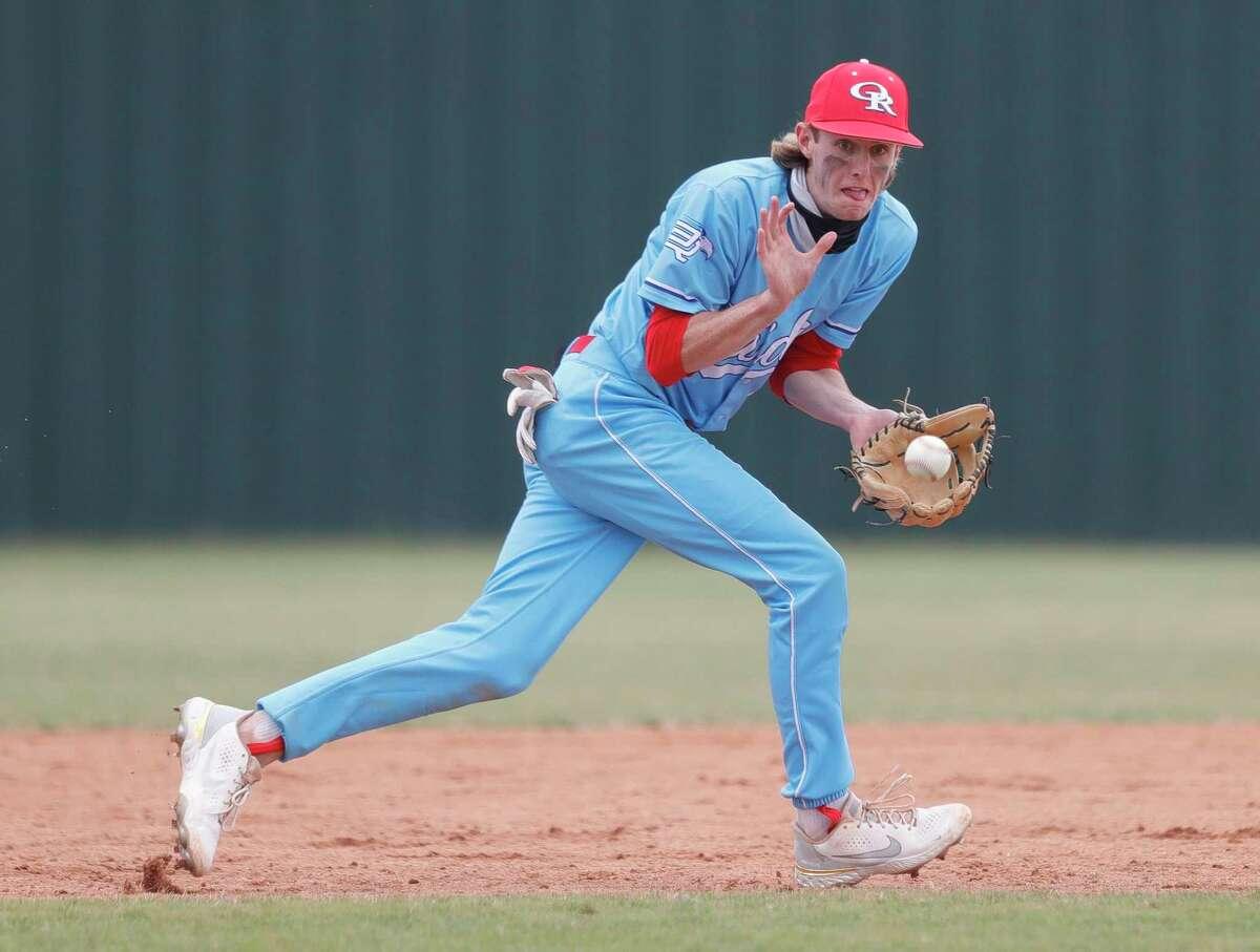 Oak Ridge third base Hunter Wells (8) fields a ground ball during the third inning of a high school baseball game at Kingwood Park High School, Saturday, Feb. 27, 2021, in Kingwood.