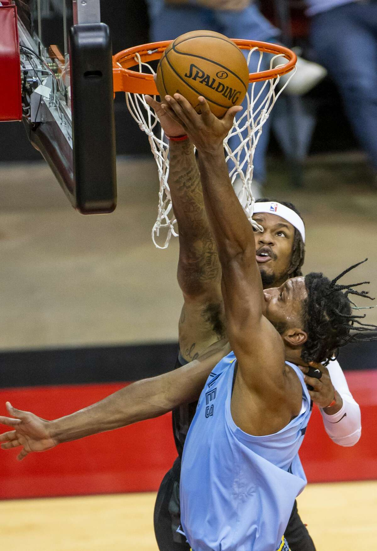 Houston Rockets guard Ben McLemore (16) tries to block a shot by Memphis Grizzlies forward Justise Winslow (7) during the third quarter of an NBA basketball game between the Houston Rockets and Memphis Grizzlies on Sunday, Feb. 28, 2021, at Toyota Center in Houston.