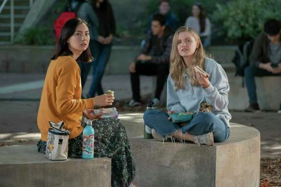 Lauren Tsai as Claudia, Hadley Robinson as Vivian in 'Moxie.'