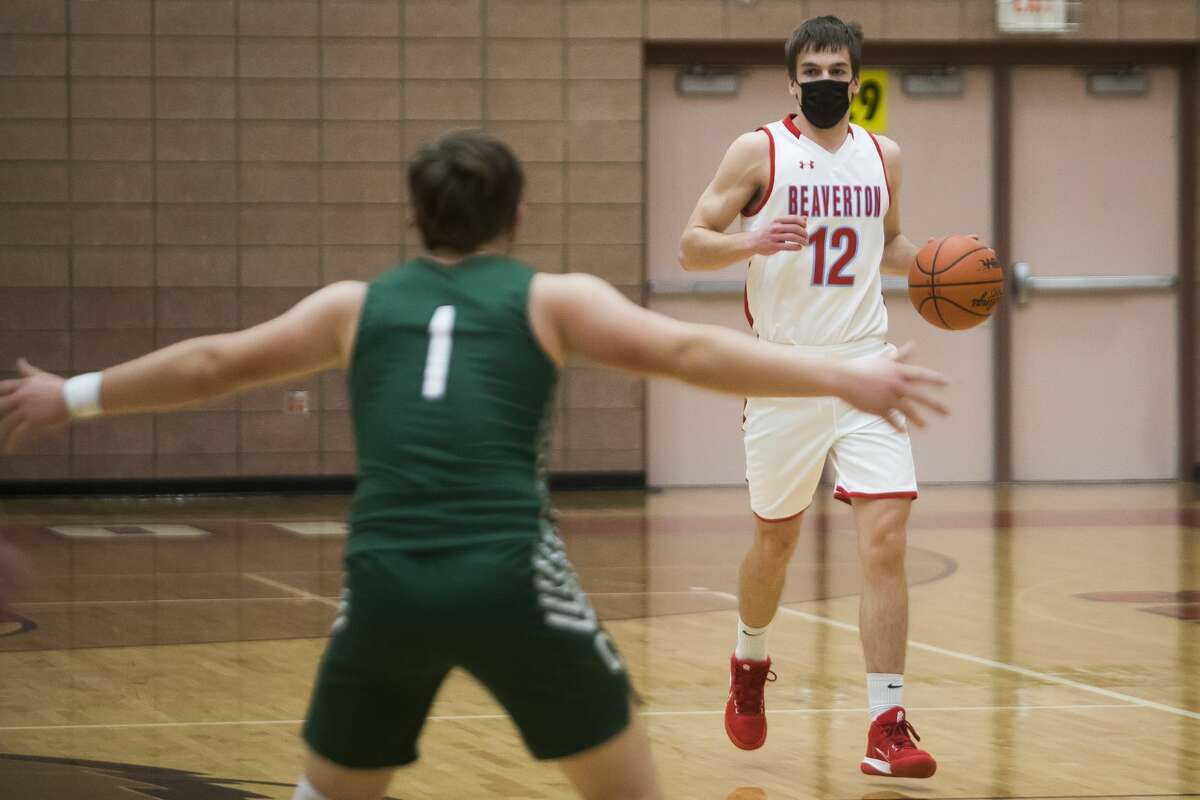 Beaverton's Trent Reed dribbles down the court during a game against Clare Monday, March 1, 2021 at Beaverton High School. (Katy Kildee/kkildee@mdn.net)