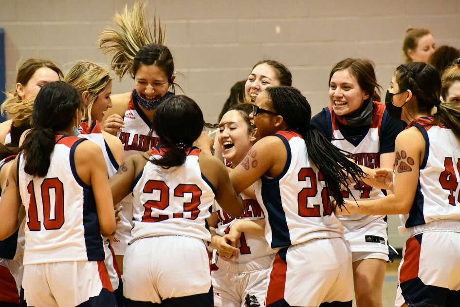 The Plainview Lady Bulldogs play Lubbock-Cooper tonight at 6 p.m. in the Class 5A Region 1 championship game at Littlefield.