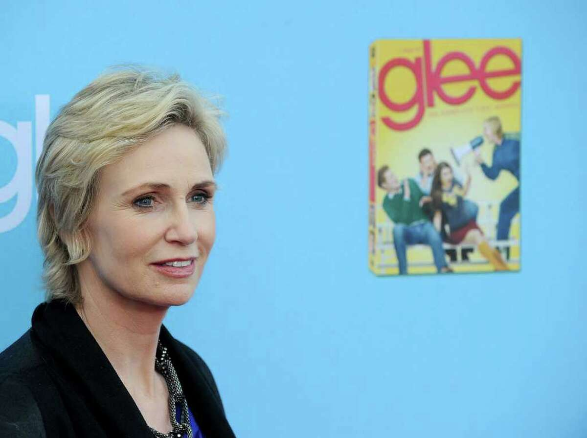 """HOLLYWOOD - SEPTEMBER 07: Actress Jane Lynch arrives at the premiere of 20th Century Fox's """"Glee"""" Season 2 held at Paramount Studios on September 7, 2010 in Hollywood, California. (Photo by Kevin Winter/Getty Images) *** Local Caption *** Jane Lynch"""