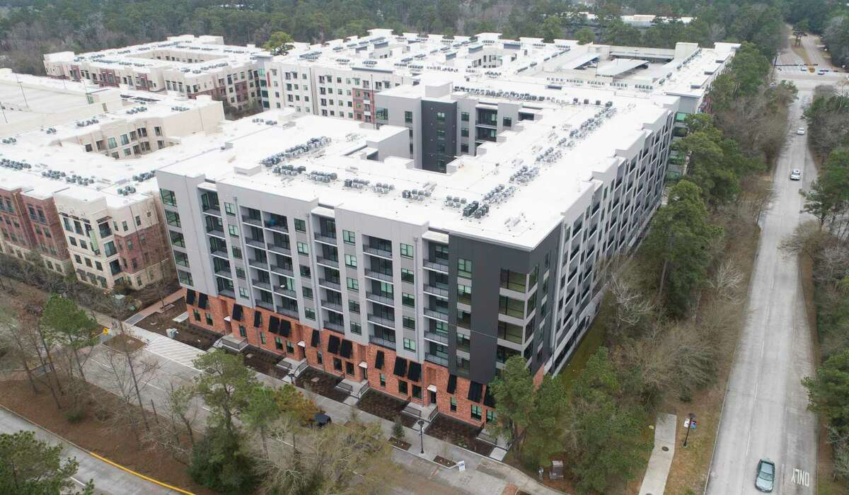 The Lane at Waterway, a new luxury multifamily property, has 10 townhomes and 154 apartments in The Woodlands.