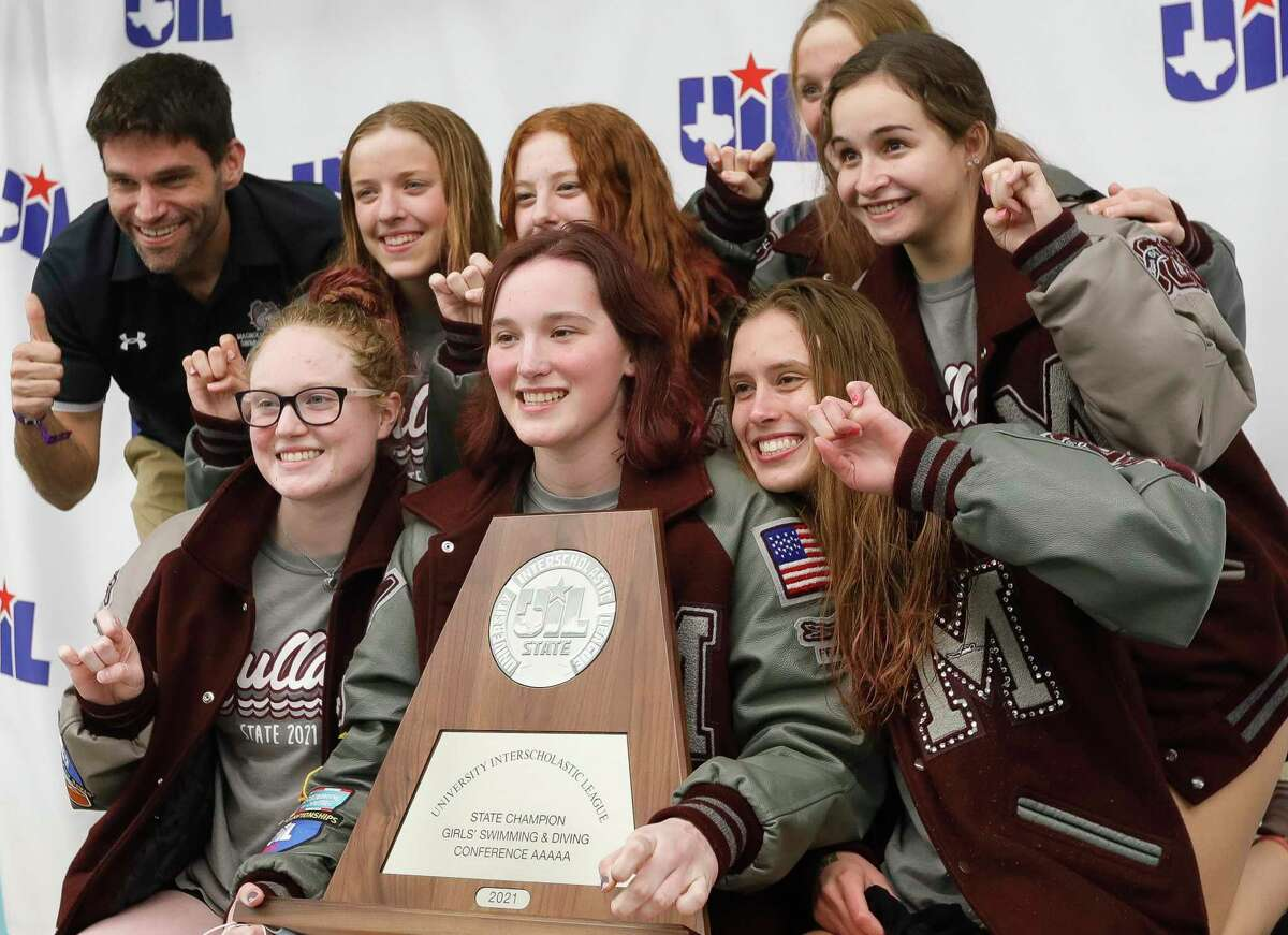 Coached by Jared Kaminski, top left, Magnolia amassed 160 points Tuesday, trailing only state champion Lubbock.