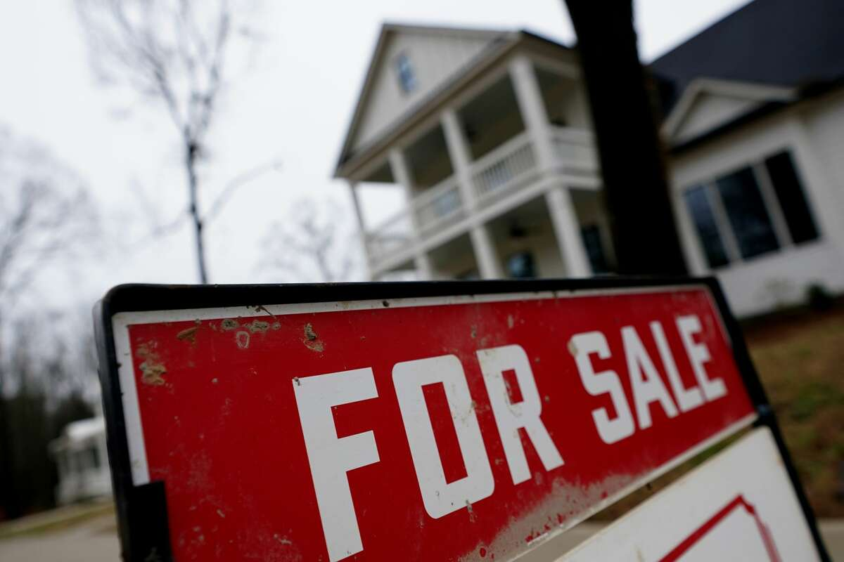 When buying and selling at the same time it can be difficult to get all of your closing dates to match up. Make sure you have a backup plan if you need to move out of your house to close but can't move to your new place yet.