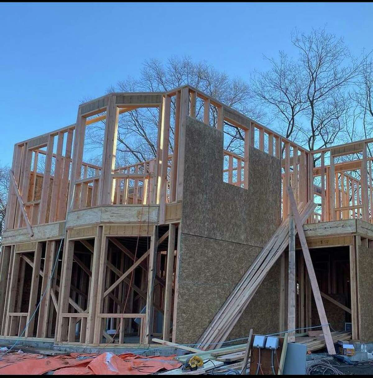 The beginnings of two buildings on East Lane currently being constructed to eventually be residences for developmentally disabled adults. Baywater Properties has partnered with Alibis to help create the project and make it an immersed part of the Darien community.
