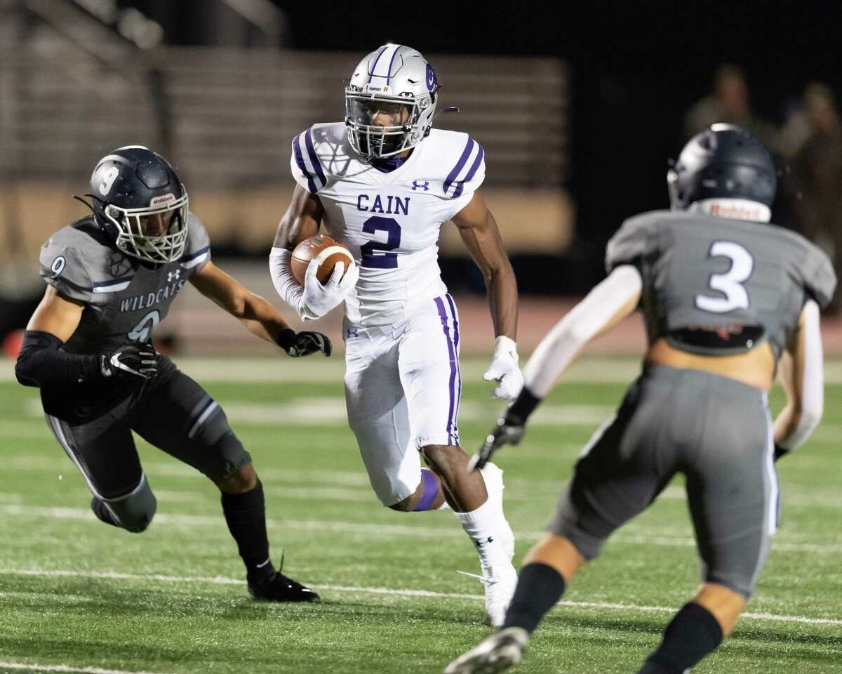 Matthew Golden (2) of the Klein Cain Hurricanes runs up the middle and away from Jad Oestrike (9) of the Tomball Memorial Wildcats in the first half during a High School football game on Friday, October 23, 2020 at Tomball ISD Stadium in Tomball Texas.