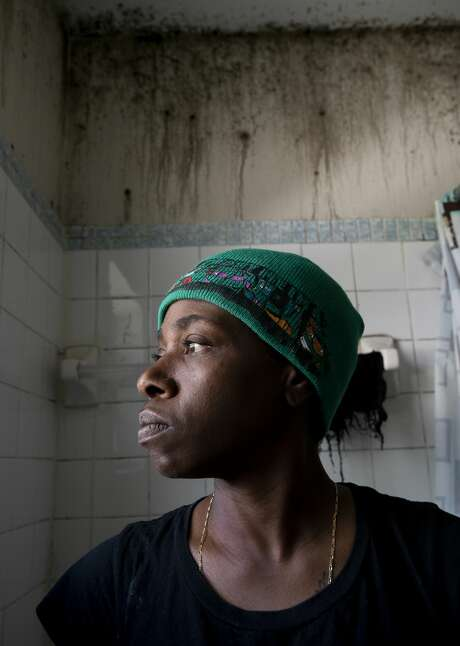 Six months after Tashanequea Culpepper, 44, moved back into her apartment in Opa-locka, Fla., the mold came back. Photo: Godofredo A. Vásquez/Staff Photographer / ? 2020 Houston Chronicle