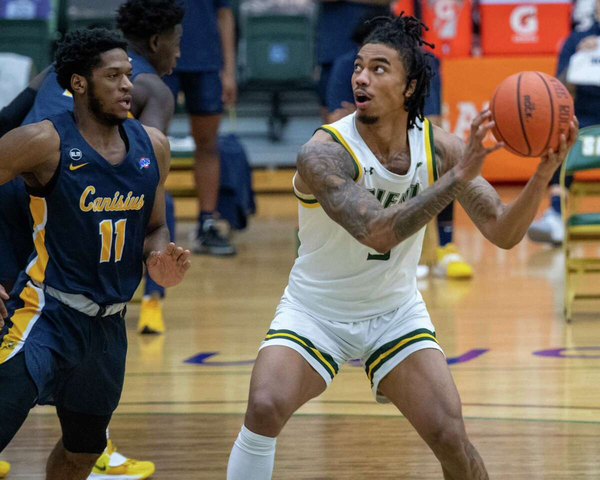 Siena senior Manny Camper and Siena will take on the winner of Quinnipiac and Iona in the quarterfinals of the MAAC Tournament. (Jim Franco/Special to the Times Union)