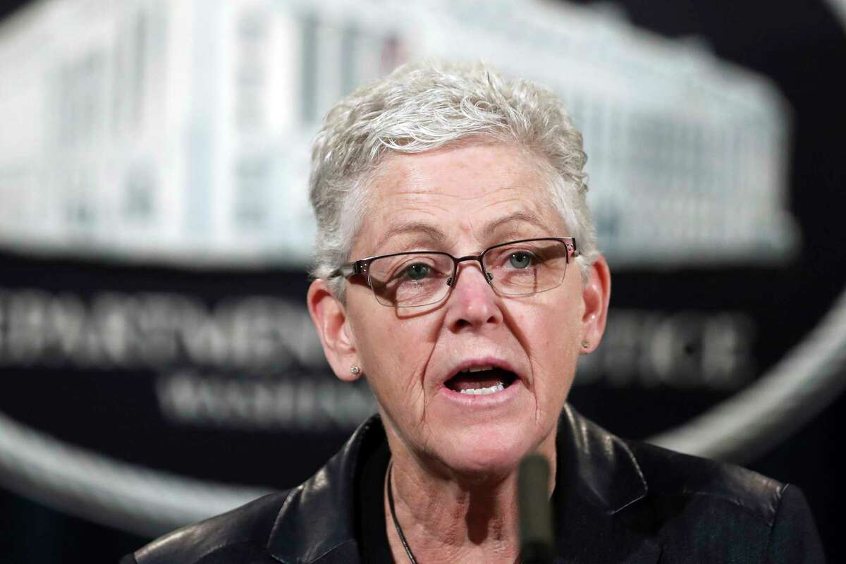 Giina McCarthy, the White House climate adviser, met with the chiefs of the largest oil companies on Monday.