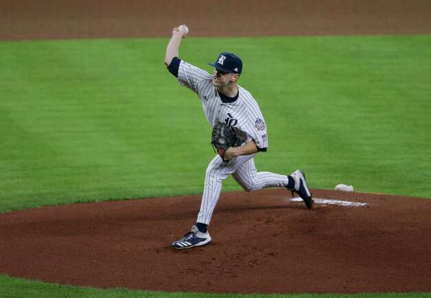Rice starting pitcher Blake Brogdon (21) throws the ball against Sam Houston State during the first inning of the Shriner's Hospitals for Children College Classic at Minute Maid Park Friday, March 5, 2021, in Houston. Photo: Godofredo A. Vásquez, Staff Photographer / © 2021 Houston Chronicle