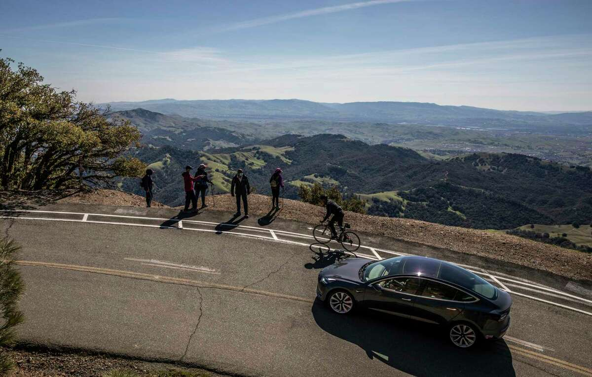A bicyclist climb on Summit Road towards the summit of Mount Diablo. Cyclists have been injured and sometimes killed in the past by motorists.