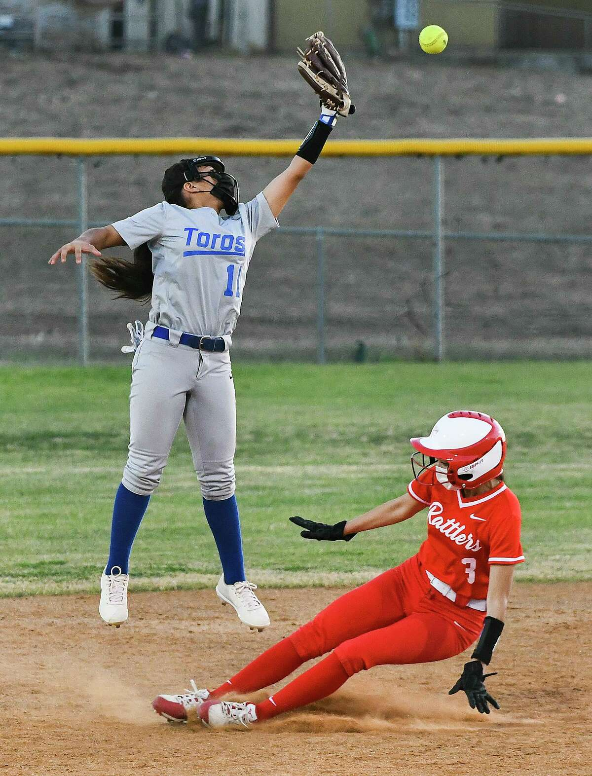 Tracey Cardenas and the Cigarroa Lady Toros fell hard to Rio Grande City on Friday in their District 30-5A opener.