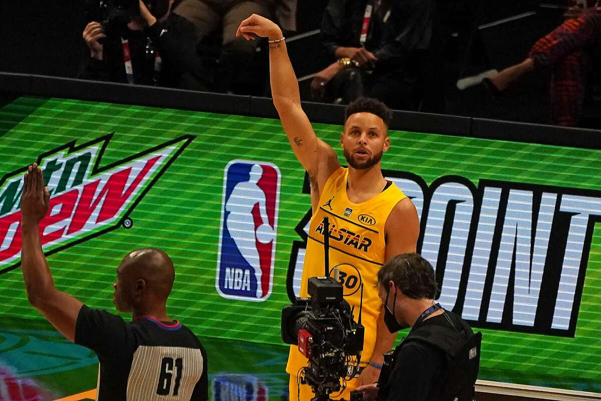Stephen Curry of the Golden State Warriors participates in the MTN DEW 3-Point Contest during the 2021 NBA All-Star Game at State Farm Arena in Atlanta, Georgia on March 7, 2021. (Photo by TIMOTHY A. CLARY / AFP) (Photo by TIMOTHY A. CLARY/AFP via Getty Images)