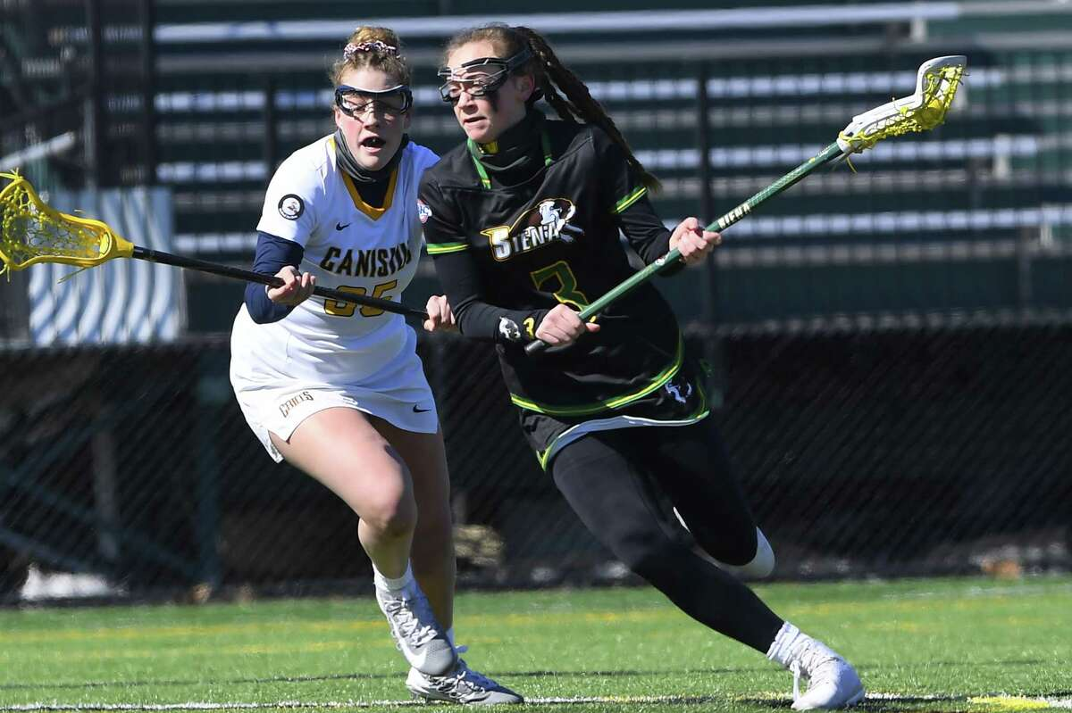 Kerry Gerety controls the ball during Siena's 17-8 MAAC victory over Canisius on Sunday, March 7.