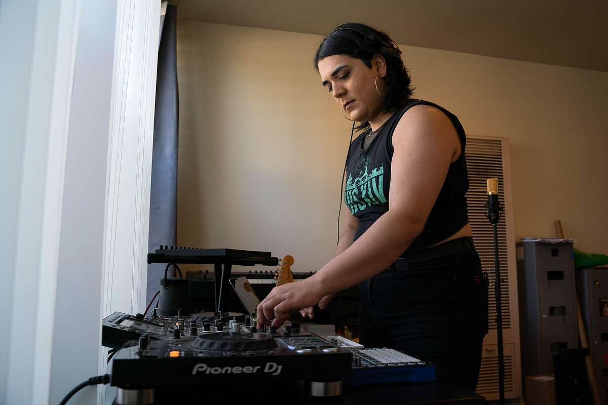 Frida Ibarra sets up DJ equipment in her new apartment in Oakland.