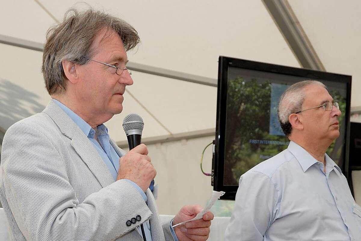 Steven Spurrier, left, with French wine writer Michel Bettane in 2010.