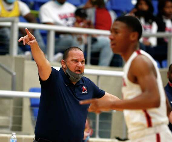 Atascocita head coach David Martinez shouts out instruction to his team. Atascocita vs. Austin Westlake at North Side ISD gym in boys Class 6A on Tuesday, March 9, 2021 Photo: Ronald Cortes/Contributor / 2021 Ronald Cortes