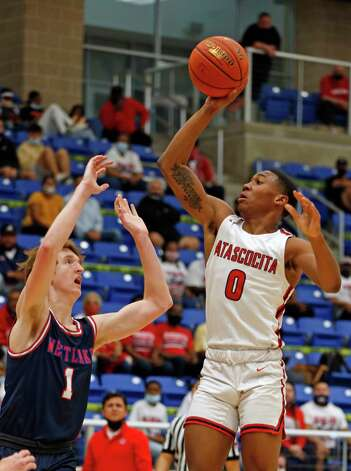 Atascocita Tom Hart III #0 shoots over Westlake Cade Mankle #1. Atascocita vs. Austin Westlake at North Side ISD gym in boys Class 6A on Tuesday, March 9, 2021 Photo: Ronald Cortes/Contributor / 2021 Ronald Cortes