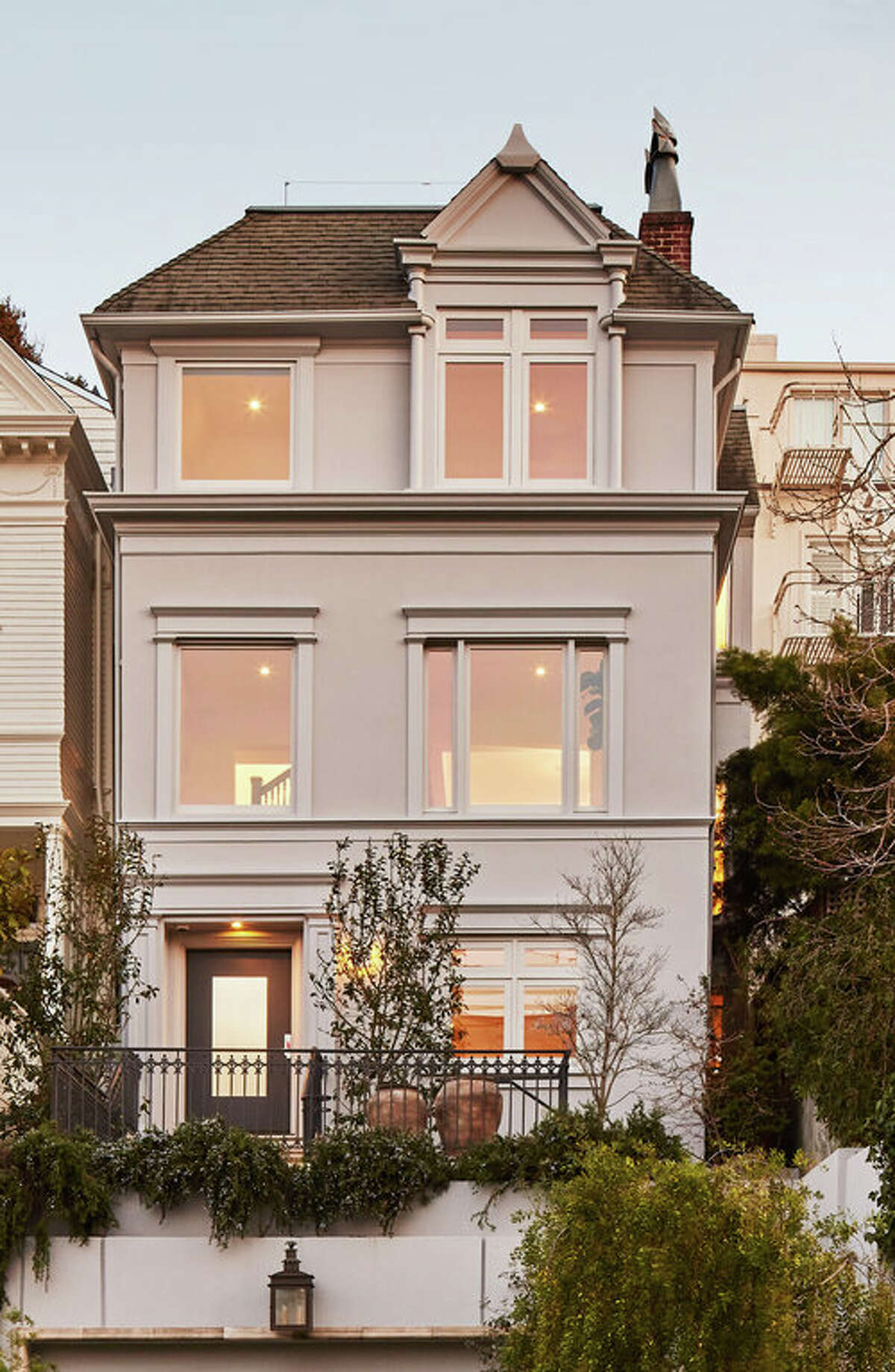 """""""The sellers worked with the super-talented architects of Edmonds and Lee to create a contemporary space within a traditional San Francisco home,"""" said Armour. """"The goal was to build beautiful, clean lines which are approachable yet elegant."""""""