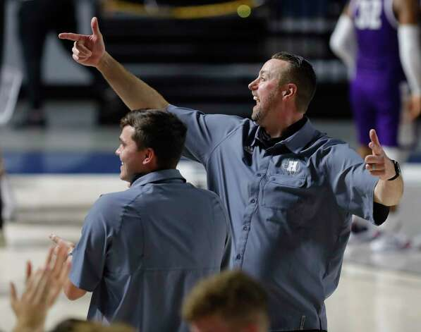 Huffman head coach Scott Barrett celebrates after defeating Boerne 55-49 during a Region III-4A state semifinal game at Delmar Fieldhouse, Tuesday, March 9, 2021, in Houston. Photo: Jason Fochtman, Staff Photographer / 2021 © Houston Chronicle