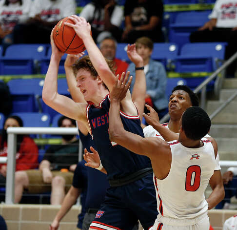 Atascocita Tom Hart III #0 tries to trap Westlake Cade Mankle #1Atascocita vs. Austin Westlake at North Side ISD gym in boys Class 6A on Tuesday, March 9, 2021 Photo: Ronald Cortes/Contributor / 2021 Ronald Cortes