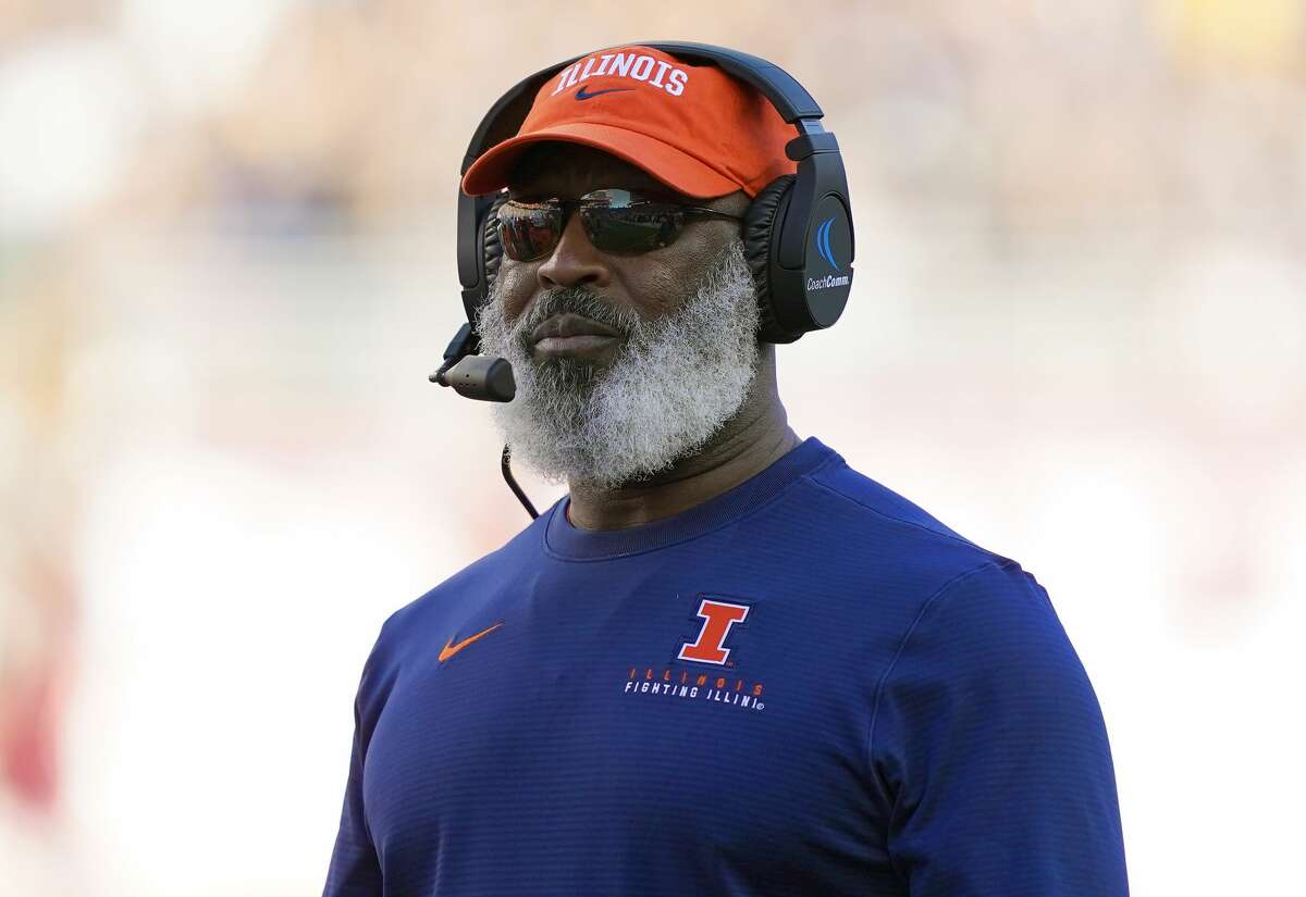 SANTA CLARA, CALIFORNIA - DECEMBER 30: Head coach Lovie Smith of the Illinois Fighting Illini looks on against the California Golden Bears during the first half of the RedBox Bowl at Levi's Stadium on December 30, 2019 in Santa Clara, California. (Photo by Thearon W. Henderson/Getty Images)
