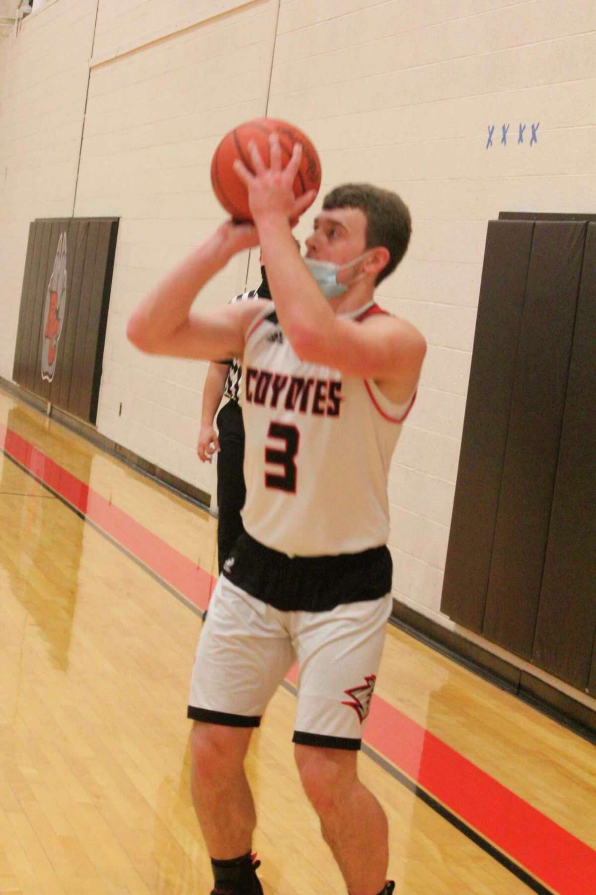 Reed City's Payton Hansen attempts a shot in recent action. (Pioneer file photo)