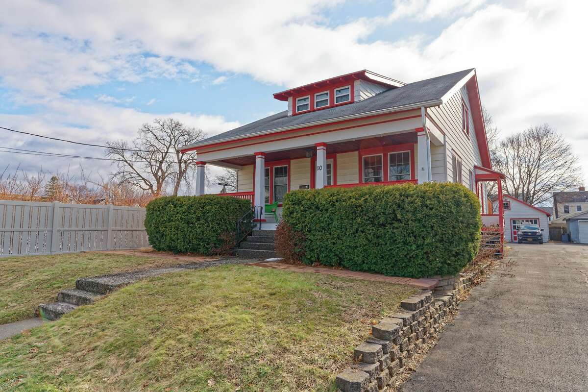 This week's house is a lovely bungalow in Albany's Helderberg neighborhood. It has 1,600 square feet of living space, three bedrooms (the largest is behind the cute dormer in the roof) and two bathrooms. Taxes: Taxes: $6,640. List price: $232,000 (this is going fast!) Listing agent Jayne Schermerhorn with the Signature One Realty Group is available at 518-269-2526. https://realestate.timesunion.com/listings/10-Hollywood-Av-Albany-NY-12208-MLS-202113175/49907682
