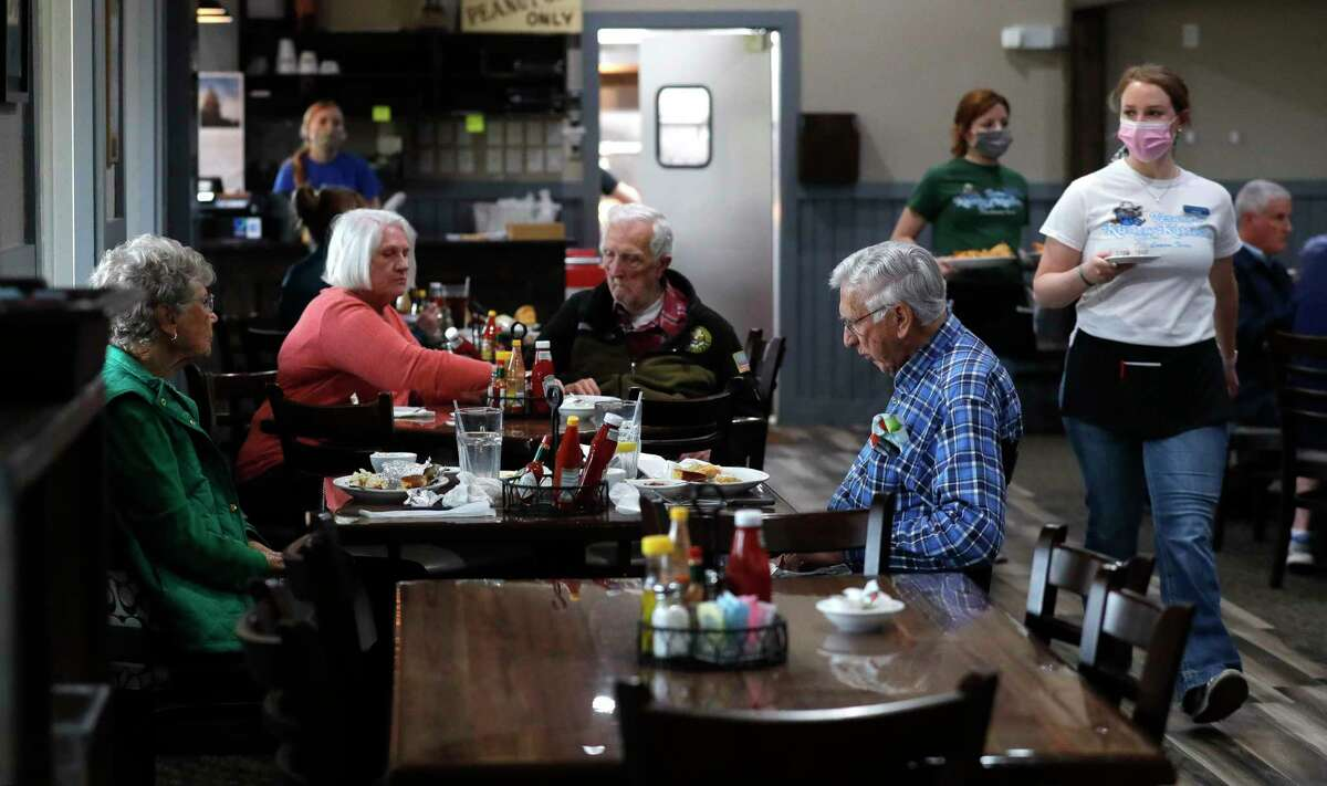 Customers dine at Vernon's Kuntry Katfish, Wednesday, March 10, 2021, in Conroe. Gov. Greg Abbott's mask order was lifted Wednesday and allowed businesses and facilities to open to 100% capacity.