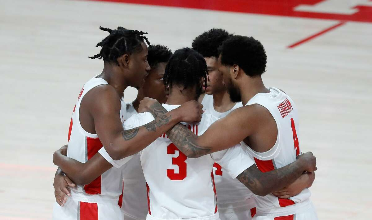 The Houston Cougars huddle before the start of the first half of an NCAA men's basketball game at the Fertitta Center, in Houston, Sunday, Jan. 31, 2021.