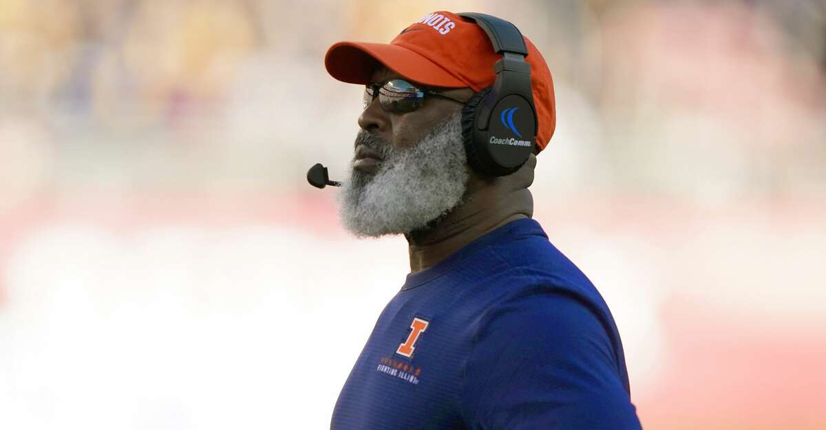 Head coach Lovie Smith of the Illinois Fighting Illini looks on against the California Golden Bears during the first half of the RedBox Bowl at Levi's Stadium on December 30, 2019 in Santa Clara, California. (Photo by Thearon W. Henderson/Getty Images)