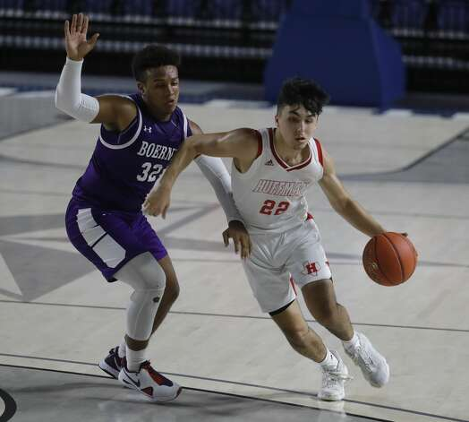 Huffman shooting guard Jesse Viramontez (22) drives the ball agaisnt Boerne guard Rashawn Galloway (32) during the first quarter of a Class 4A state semifinal game at Delmar Fieldhouse, Tuesday, March 9, 2021, in Houston. Photo: Jason Fochtman/Staff Photographer / 2021 © Houston Chronicle