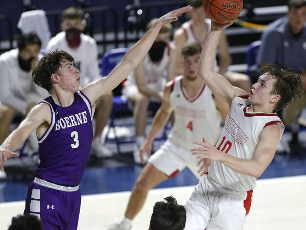 Huffman point guard Jacob Harvey (10) makes a shot past Boerne shooing guard Ben Phillip (3) during the third quarter of a Class 4A state semifinal game at Delmar Fieldhouse, Tuesday, March 9, 2021, in Houston. Huffman defeated Boerne 55-49. Photo: Jason Fochtman/Staff Photographer / 2021 ? Houston Chronicle
